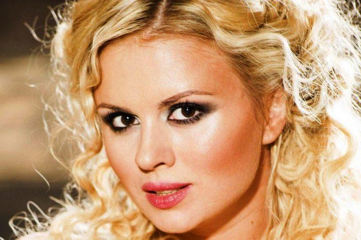 Пригласить Анну Семенович на праздник без посредников