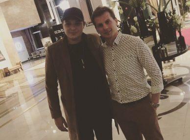 Джон Ньюман с агентом BnMusic в Алматы