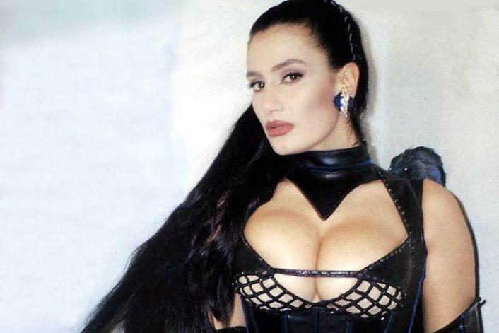 Пригласить Angela Cavagna на праздник без посредников