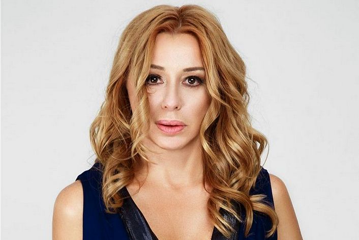 Алена Апина - страница на официальном сайте агента