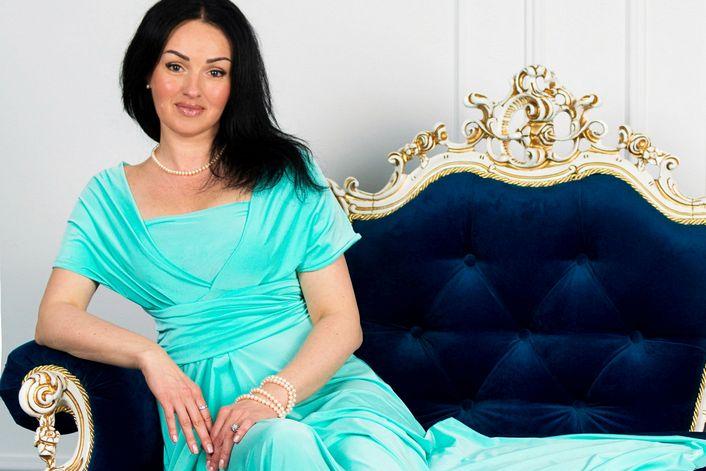 Ирина Сингаевская - пригласить ведущим на праздник