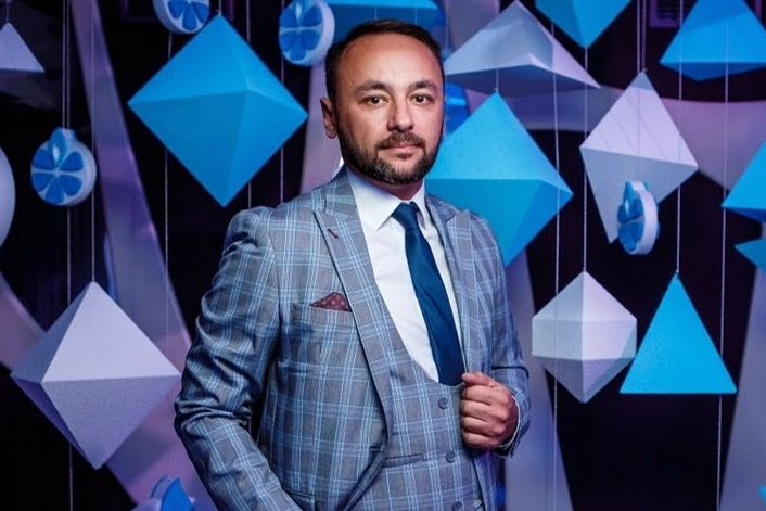 Тарас Гассан - пригласить ведущим на праздник