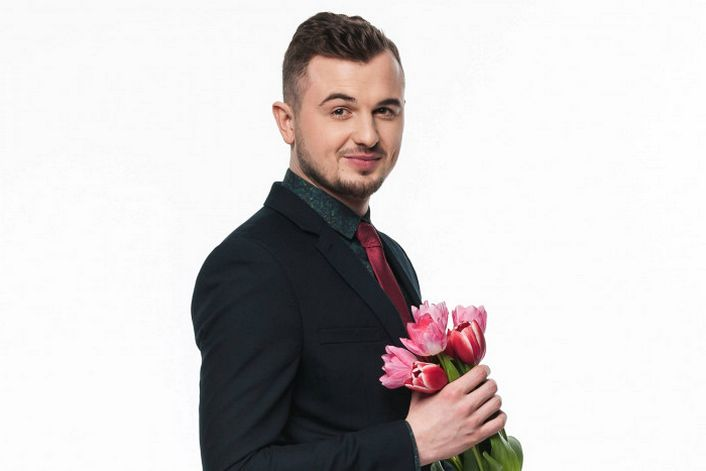Евгений Янович - пригласить ведущим на праздник