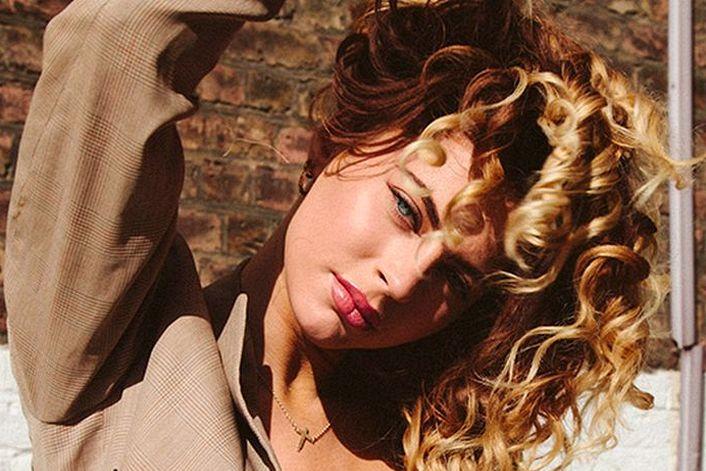 Amber Van Day - пригласить на праздник в букинг-агентстве BnMusic