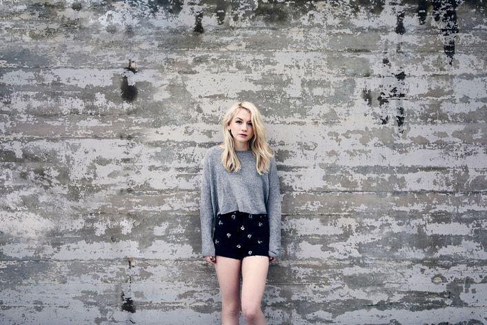 Emily Kinney - страница на официальном сайте агента
