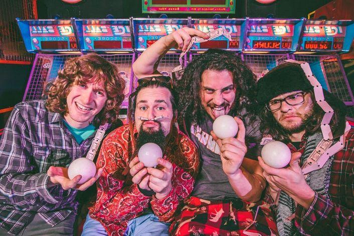 Pigeons Playing Ping Pong - пригласить на праздник в букинг-агентстве BnMusic