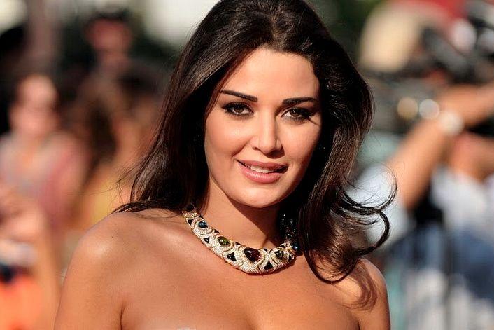 Cyrine Abdel Nour - заказать на корпоратив