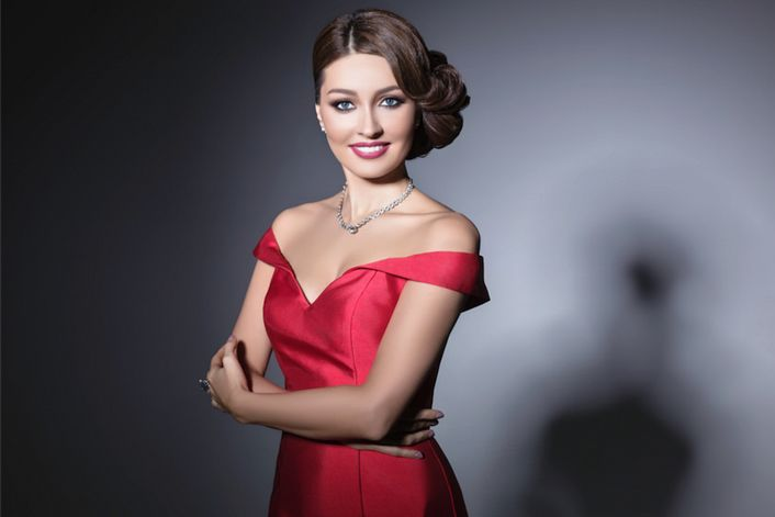 Ксения Дежнева - страница на официальном сайте агента