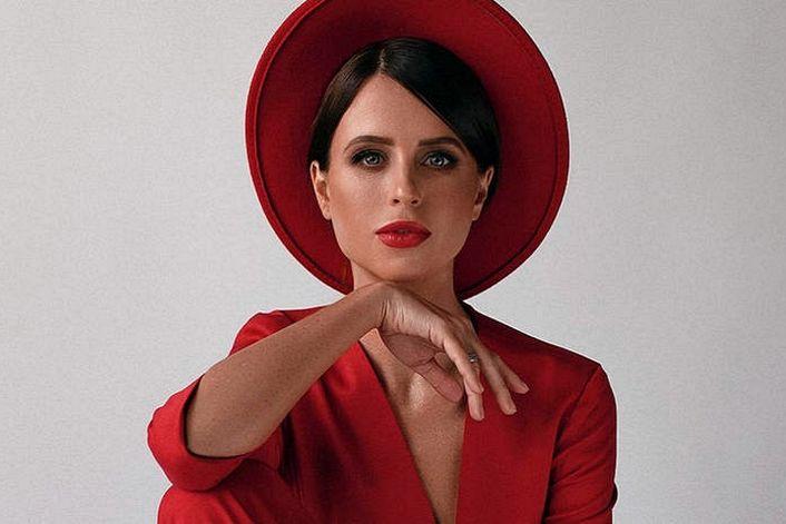 Мирослава Карпович - страница на официальном сайте агента