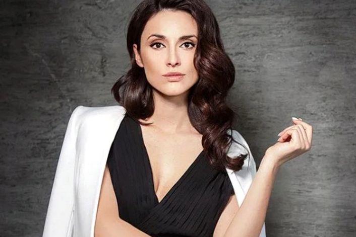 Эльмира Эфендиева - страница на официальном сайте агента