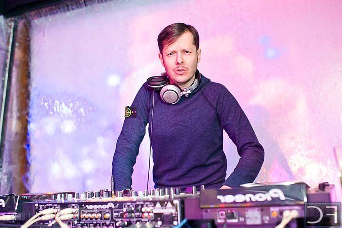 Русские></noscript>dj Паша Кореец - организуем выступление артиста на вашем празднике